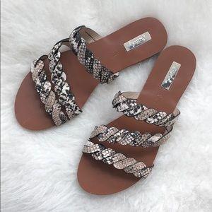 Shoes - HP 🌟NWT Snake skin print sandals